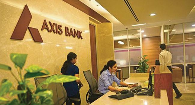 Karnataka Chief Minister Inaugurates 11 Branches of Axis Bank, Digitally